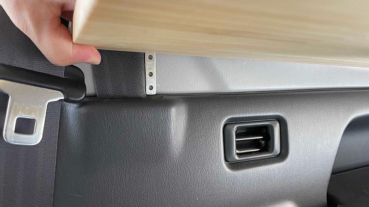 リアサイドテーブル設置手順3-3(天板の固定)