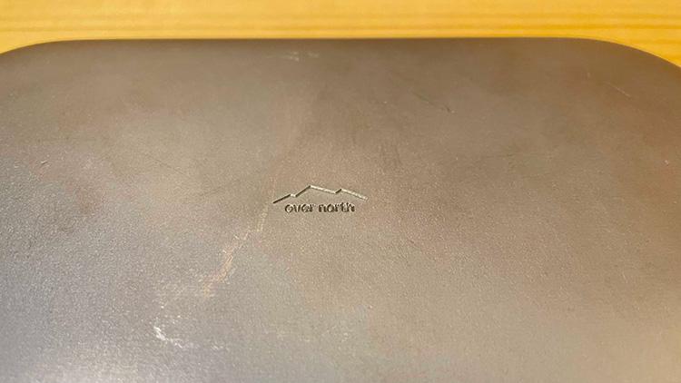 北越金型ロックパンSの表面 「over north」ブランドロゴ刻印